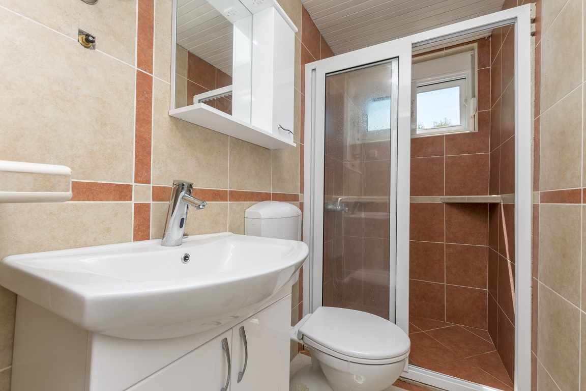 Bathroom of apartment for rent Utjeha Montenegro