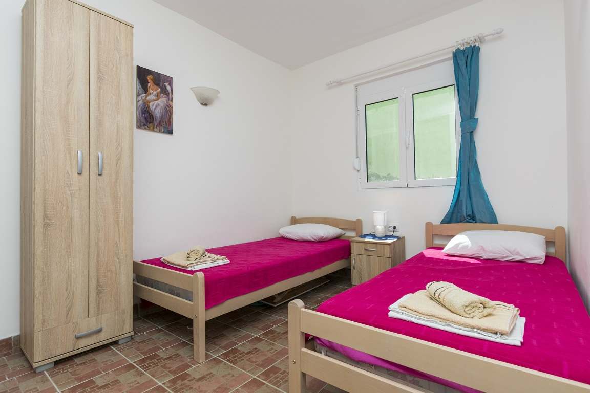 Bedroom with single beds of apartment for rent Utjeha Montenegro
